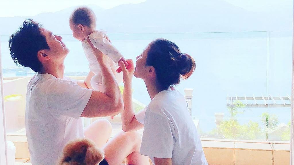 楊茜堯羅子溢忙裡偷閒慶祝女兒一歲生日 「小珍珠」最新近照曝光眼大大激似爸爸