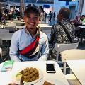 19歲男因父親去世要養家 為慳錢於公司煮飯 薪水全交給媽媽:想她開心