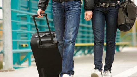 男同學請去旅行,港女猶豫去不去?網友意見一面倒