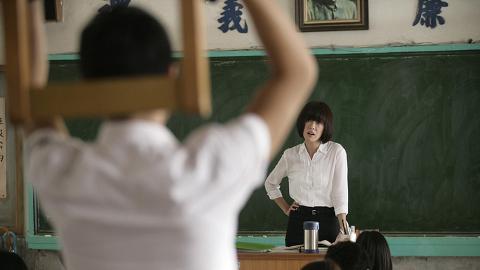 回母校探小學老師 轉身聽到「雙面人老師」一句話感心碎