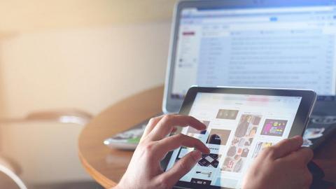 BB玩iPad唔識學講嘢!專家指多49%風險 出現語言發展遲緩