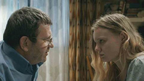 使橫手棒女兒入名牌大學 羅馬尼亞電影《畢作虧心事》對社會的控訴