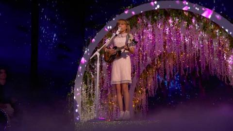 下一個Taylor Swift!《全美一叮》冠軍13歲唱作歌手Grace VanderWaal