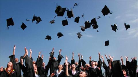 應屆大專畢業生首份月薪、就業狀況報告!大學生人工升幅只得$293