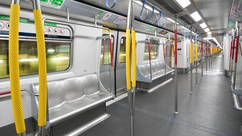 插畫家謝曬皮港鐵車廂遇到乘客食煙 舉報事件反遭職員冷漠對待