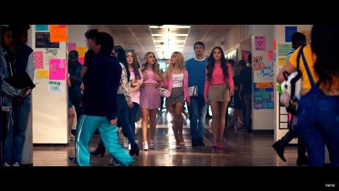 Ariana Grande新歌《Thank U, Next》MV 向4部美國青春電影致敬