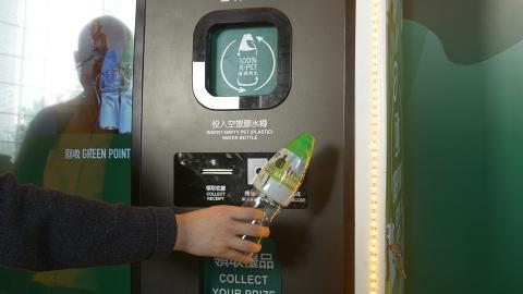 屈臣氏鼓勵回收減廢!全港設400部智能膠樽回收機、100部斟水機