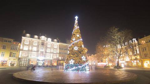 【iPhone技巧】iPhone手機影聖誕燈飾4大貼士!燈飾人像攝影/夜間人像技巧
