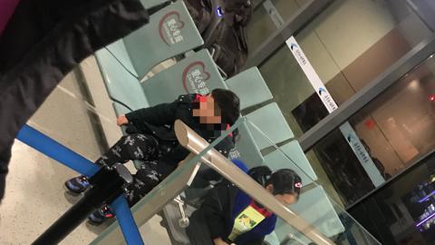 【武漢肺炎】小朋友發燒被拒登機 父母不顧而去自行登機 遺留一對子女在機場