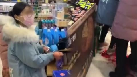 【新冠肺炎】17歲少女為買漂白水與人爭吵!在超市持刀刺傷9歲女童及71歲老人