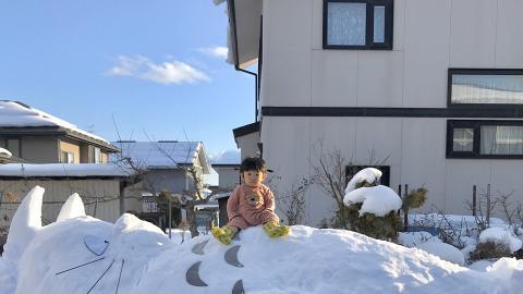 日本妹妹玩雪砌出巨型龍貓還原經典場景!網民讚似足真人版電影劇照