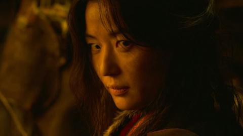 【李屍朝鮮2】全智賢零對白霸氣回眸登場!神秘身份現身掀高潮為第3季鋪路