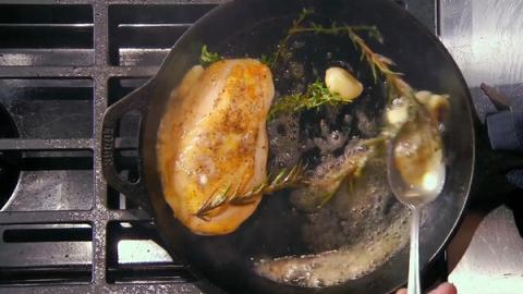 Gordon Ramsay示範廚神級完美多汁嫩滑煎雞胸肉 教授肉質鎖汁效果秘訣