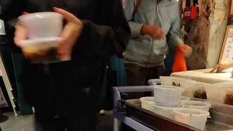 領取免費飯盒被發現偷偷攞多一碗湯 90多歲伯伯黯然回應一句話令人心酸