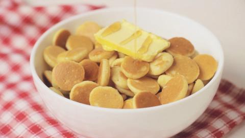 外國爆紅迷你Pancake Cereal食譜 細細粒班戟做早餐邪惡又治癒 做法非常簡單!