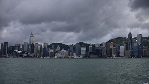 熱帶低氣壓增強逼近本港 天文台預料稍後掛一號風球 周日天氣轉差有狂風雷暴