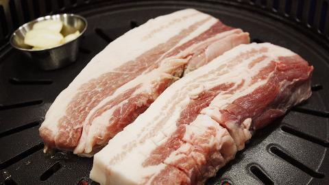 18歲男生食用未經煮熟豬肉持續不適 入院求診發現體內全身佈滿白色條狀寄生蟲