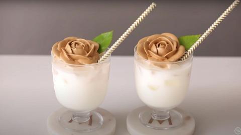 挑戰高難度版400次咖啡!一層層擠出玫瑰花奶泡 炮製精緻玫瑰花Dalgona咖啡