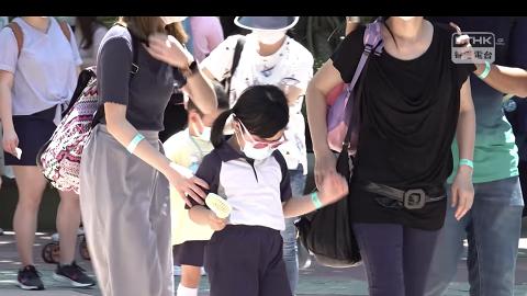 【新冠肺炎】迪士尼封園前帶子女畢業旅行 港媽無懼疫情爆發:擔心唔到咁多