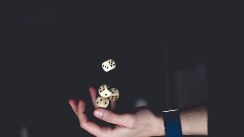 爛賭奶奶輸咗幾層樓 媳婦好心接濟反被對方誣告偷竊 最後與老公離婚收場
