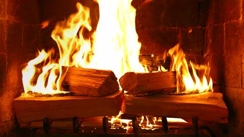 【Netflix推薦】歐美版魚樂無窮《家有壁爐》超騎呢節目睇壁爐柴火燒足一個鐘