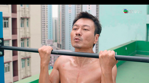 【殺手】56歲視帝黎耀祥倒吊捲腹 高難度操肌獲觀眾驚嘆:呢個年紀真心勁