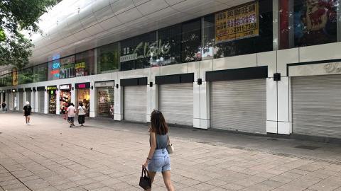 尖沙咀栢麗購物大道多間店舖拉閘關門 部分商戶不續租 貼出搬遷結業告示