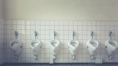 【新冠肺炎】尿兜沖廁形成氣霧5秒可升至大腿 研究:傳播病毒速度比沖馬桶更快