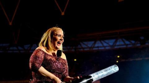 英國天后Adele靠「激瘦飲食法」激減56磅!搣甩肥妹形象上載比堅尼照曬纖腰