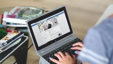 【Facebook教學】9月Facebook網頁強制改用新介面!2大簡單方法切換舊版面