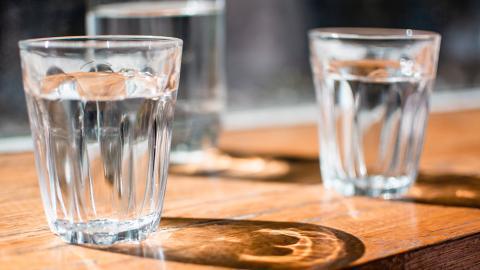 【見字飲水】飲夠8杯水仲要跟「飲水時間表」! 5個飲水黃金時間助你減肥同時美顏