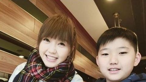 吳若希為16歲高顏值細佬慶祝生日 Carson青靚白淨網民大讚似嫩版韓星李準基