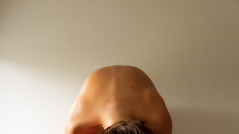 高低膊、腰部不對稱可能潛藏健康警號!脊醫教6招自我檢查脊骨側彎+肌肉伸展運動