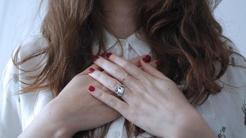 出冷汗可能有隱藏心臟問題!女性唔多覺的8個健康警號