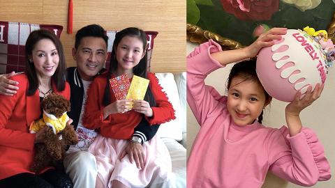 林文龍11歲囡囡跟足新年傳統斟茶逗利是 Tania品學兼優亭亭玉立高到郭可盈膊頭