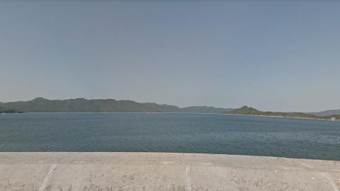 兒子遊玩尿急即時在船灣淡水湖邊小便 港媽大讚痾得好 網民炮轟污染水塘