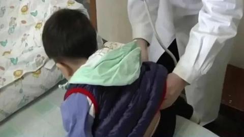 3歲仔貪玩偷食家人減肥朱古力 失眠2日身體抽搐翻白眼送院 醫生驚揭恐怖原因