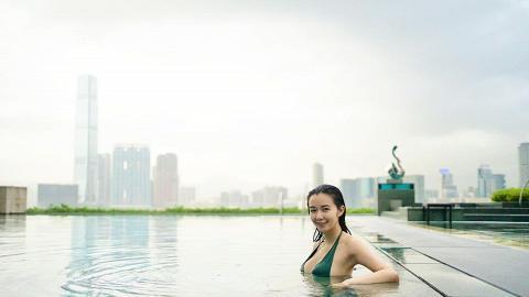 麥明詩曬迷人泳照展現驕人身材 網民讚素顏都咁靚:始終自然最好
