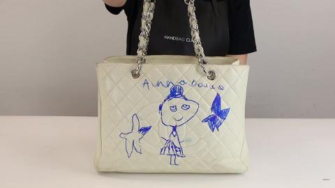 5歲女兒嫌停產絕版Chanel手袋白雪雪太單調 在袋上手繪自畫像再簽名令媽媽勁崩潰