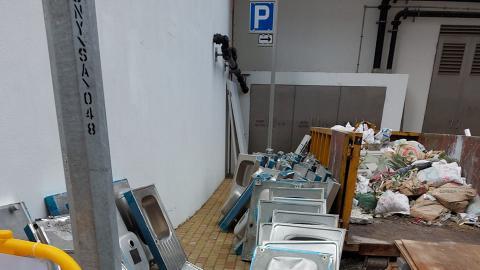 新入伙公屋逾50原裝鋅盆被棄置 網民斥浪費資源 質疑有錢裝修呃公屋住