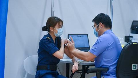 政府為援助旅遊業界 特設2000個疫苗接種中心短期職位 最高月薪可達4萬元