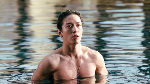 【大發不動產】男主角鄭容和半裸力谷巨胸爆肌驅魔 由瘦削身形操肌轉型能2分鐘做120下掌上壓
