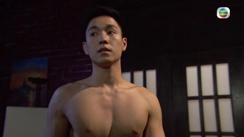 疑似《愛回家》「朱凌凌」不雅短片瘋傳!片中人與吳偉豪相似 赤身裸體自摸沖涼