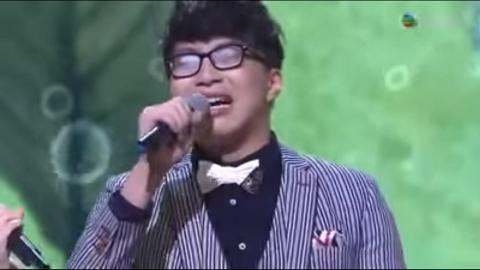 吳業坤四眼LOOK唱到眼鏡起霧最經典 31歲坤哥做植入式隱形眼鏡手術不做四眼仔