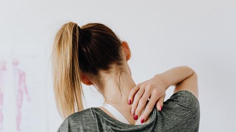 【落枕】「瞓捩頸」長時間疼痛影響日常生活 台灣節目醫師教你3個穴位快速舒緩肩頸痛