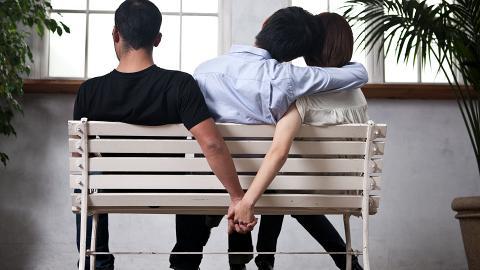 老婆被40歲有錢高層力追不停出夜街 港男唔想離婚瞓公園逃避:我無力撐落去