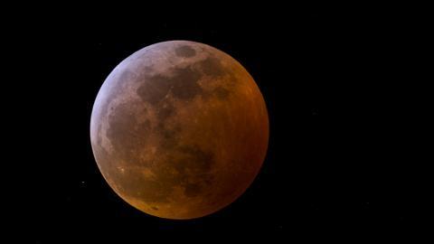 【天文現象2021】血月月全食+超級月亮於5月26同步上演!最佳觀賞地點/觀賞方法/月食過程