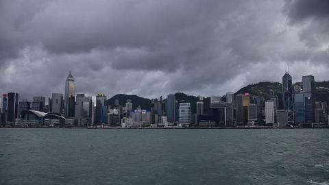 【熱帶風暴圓規】天文台宣佈會在下午4時前維持8號風球 圓規風力將逐漸減弱繼續狂風驟雨