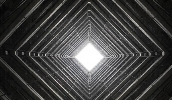 法國攝影師發現 香港的天空都是三尖八角的...
