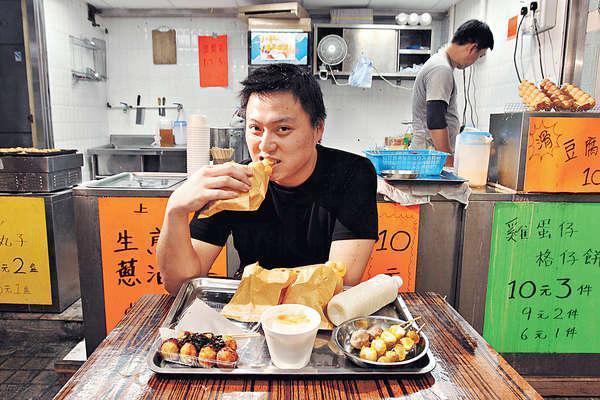 曾子豪將小店名為「舊香港人小吃」,為的是尋回兒時回憶。